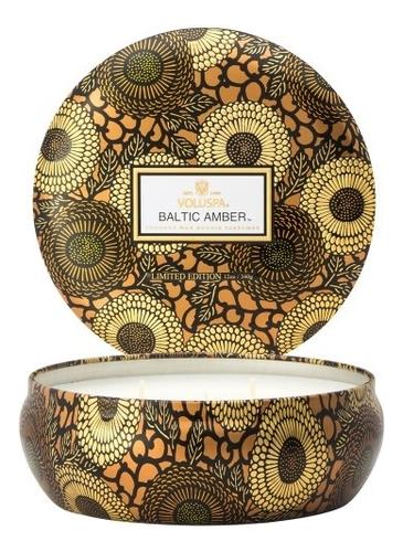 Ароматическая свеча Baltic Amber (смола и дерево): свеча в алюминиевом подсвечнике с 3 фитилями 340г автодиффузор для автомобиля baltic amber балтийский янтарь