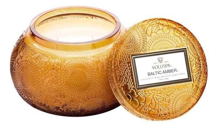 Ароматическая свеча Baltic Amber (смола и дерево): свеча в стеклянном подсвечнике с крышкой 397г ароматическая свеча perse bloom пион жасмин и мимоза свеча в стеклянном подсвечнике с крышкой 312г