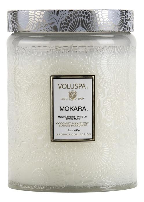 Ароматическая свеча Mokara (орхидея и белая лилия): свеча в большом стеклянном подсвечнике 453г ароматический спрей для дома и тела mokara 100мл орхидея и белая лилия