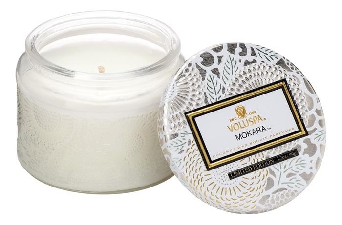 Ароматическая свеча Mokara (орхидея и белая лилия): свеча в маленьком стеклянном подсвечнике 90г ароматический спрей для дома и тела mokara 100мл орхидея и белая лилия