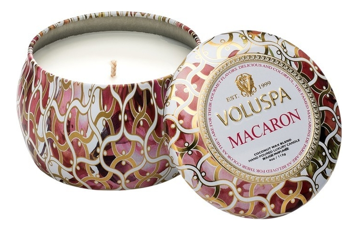 Купить Ароматическая свеча Macaron (миндальное печенье): свеча в декоративном подсвечнике 113г, VOLUSPA