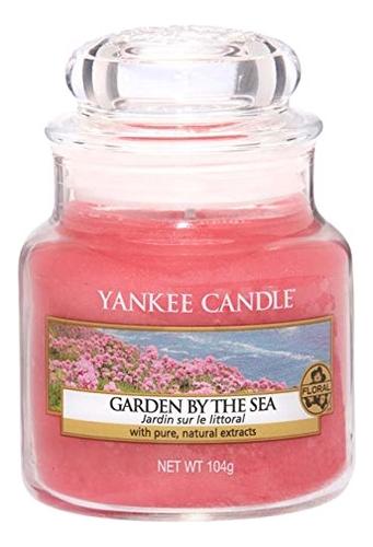 Купить Ароматическая свеча Garden By The Sea: Свеча 104г, Yankee Candle