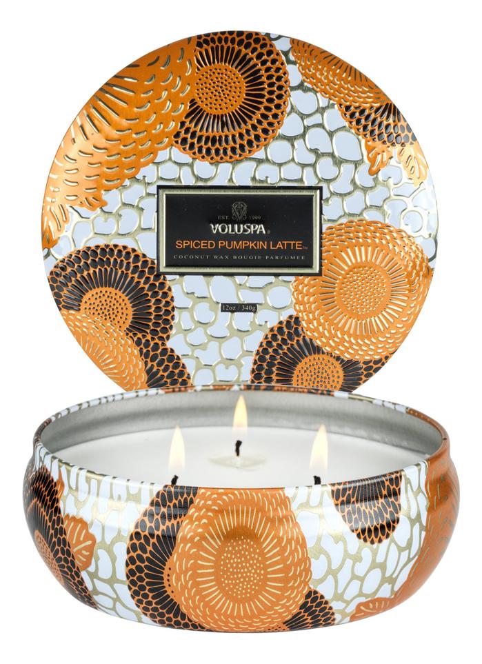 Купить Ароматическая свеча Spiced Pumpkin Latte (пряности, тыква, латте): свеча в алюминиевом подсвечнике с 3 фитилями 340г, VOLUSPA